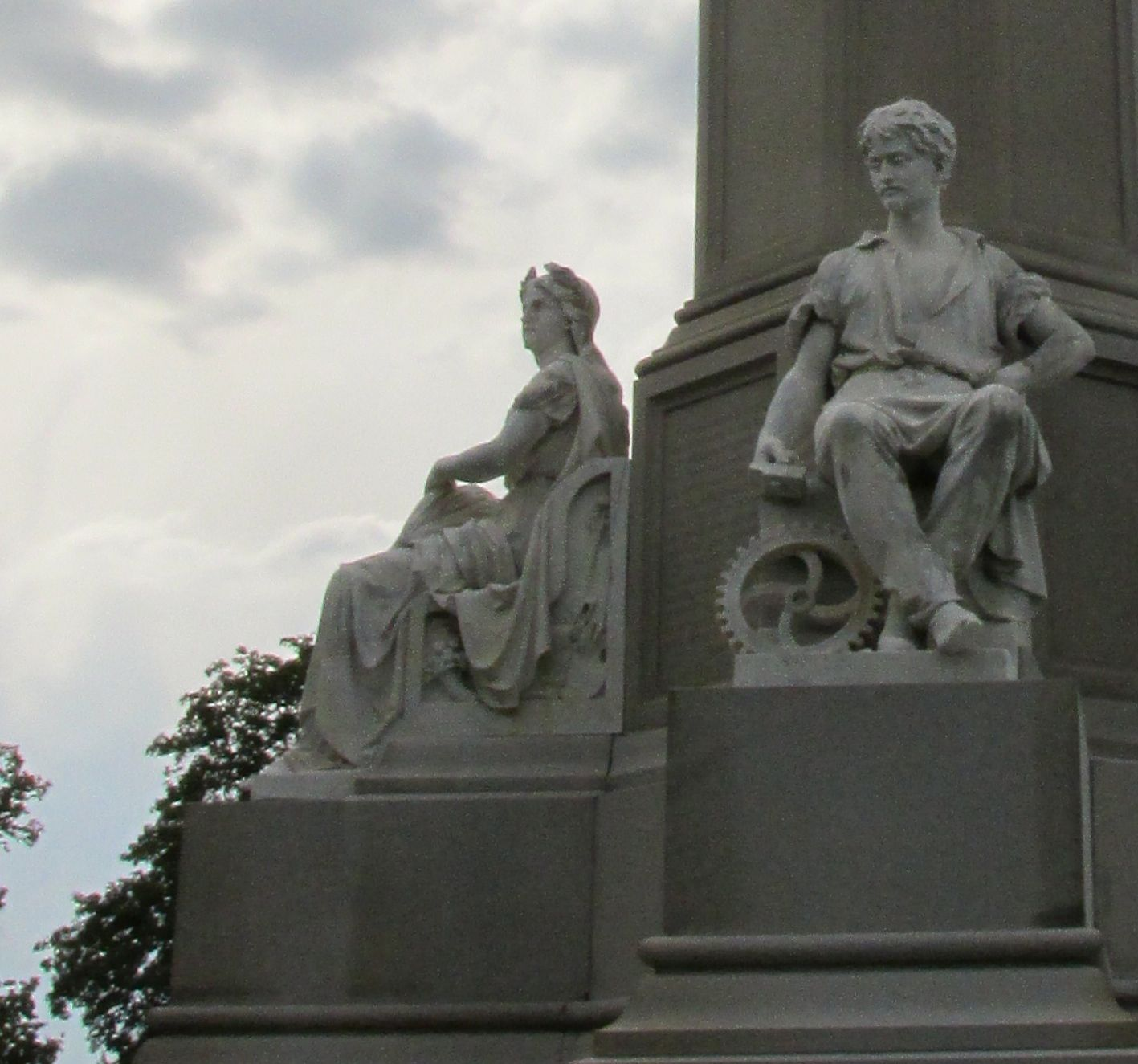 Close up figures soldiers monument 2