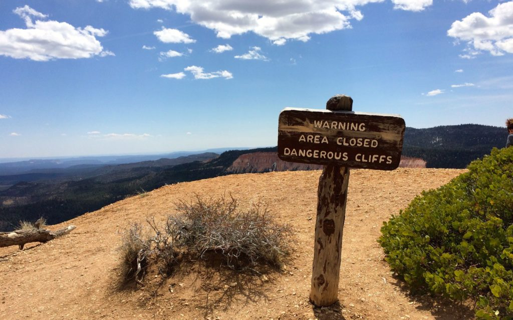 Area Closed Dangerous cliffs sign