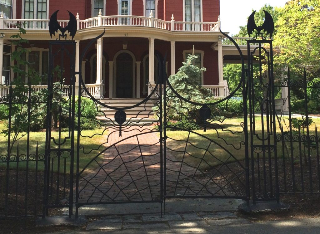 gate-to-stephen-kings-house