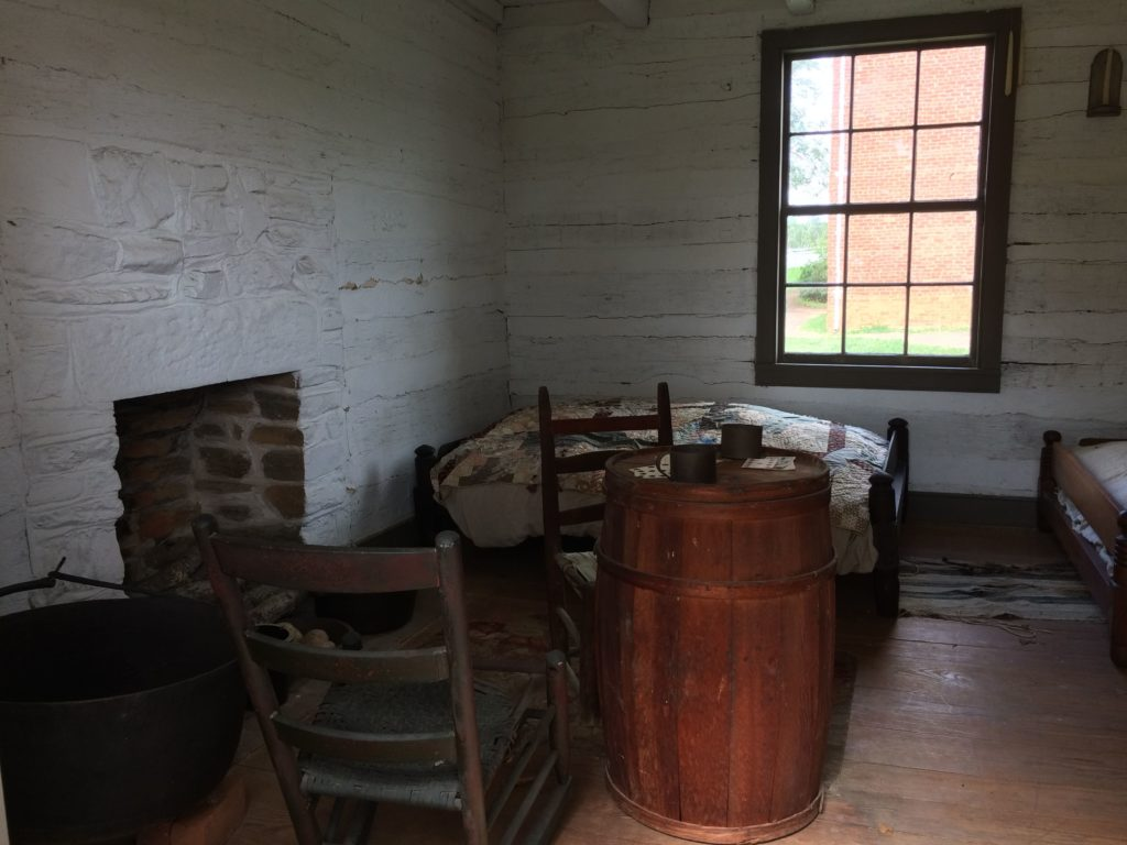 slave-quarters-right-room